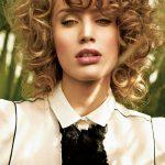 Natural curly bob with golden tones